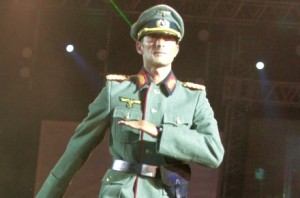 Procuror_zvastica_-_Radu_Mazare_tinuta_ofiter_nazist___